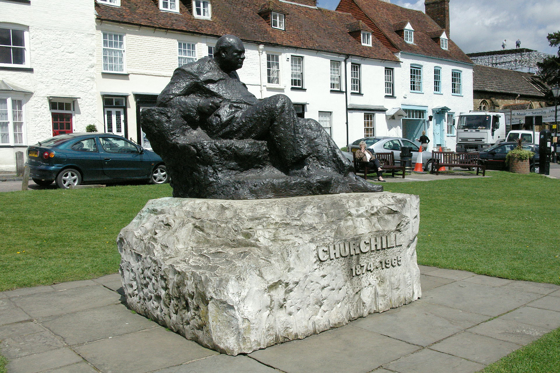 Westerham_Churchill_statue